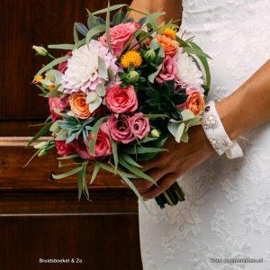 bruidsboeket veldboeket roze rood oranje eucalyptus seculenten rozen