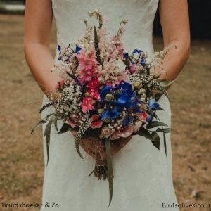 vintage bruidsboeket veldboeket bridalbouquet blauw roze wit delphinium birdsolives